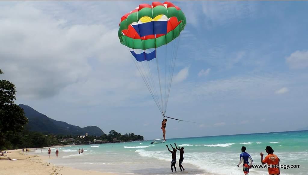 Seychelles-parasailing