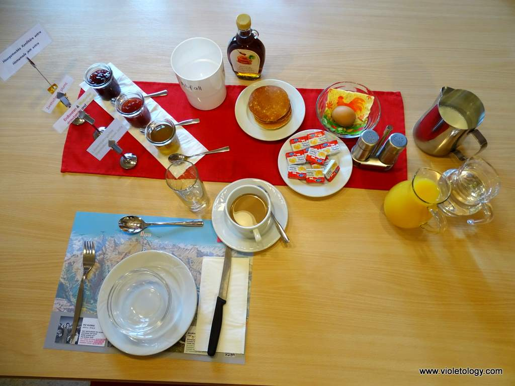 esthers-guesthouse-dining (9)